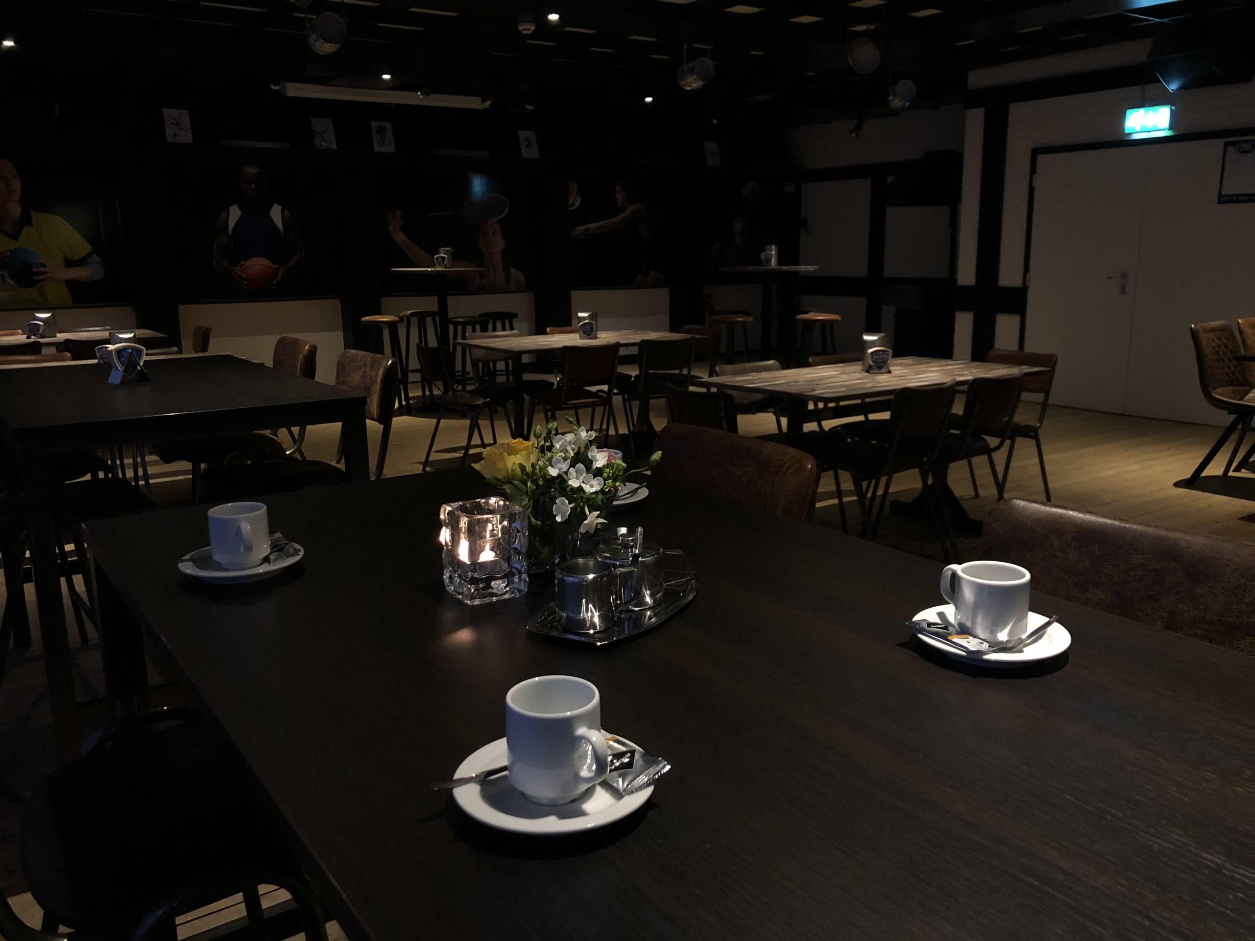 Koffietafel-grote-zaal-scaled